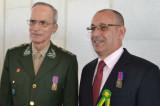 Darli Rodrigues Vieira obtient la médaille de Pacificateur de l'armée de terre du Brésil