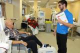 Des étudiants stagiaires en kinésiologie améliorent le bien-être de patients en hémodialyse
