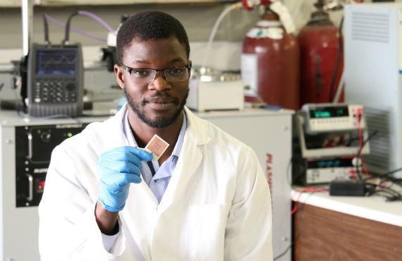 Majid Ndoye est étudiant au doctorat en génie électrique.