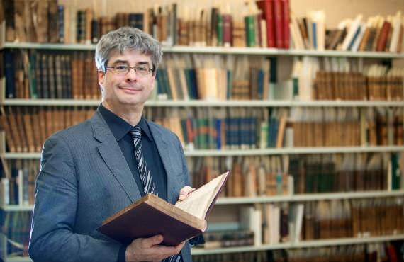 Marc André Bernier est professeur au Département de lettres et de communication sociale.