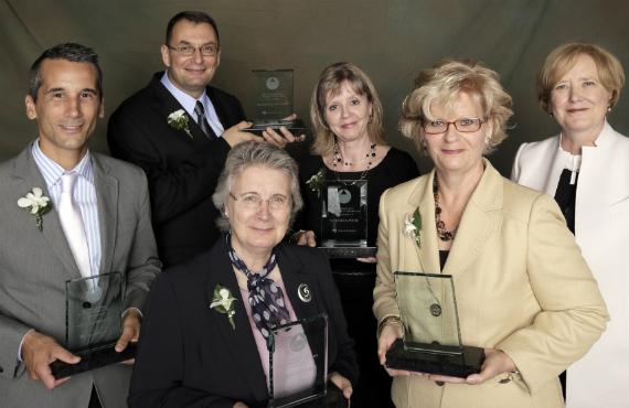 Nicolas Boivin, Antonello Callimaci, Carole Lévesque, Natalie Lavoie, Louise Laflamme et Sylvie Beauchamp, présidente de l'Université du Québec.